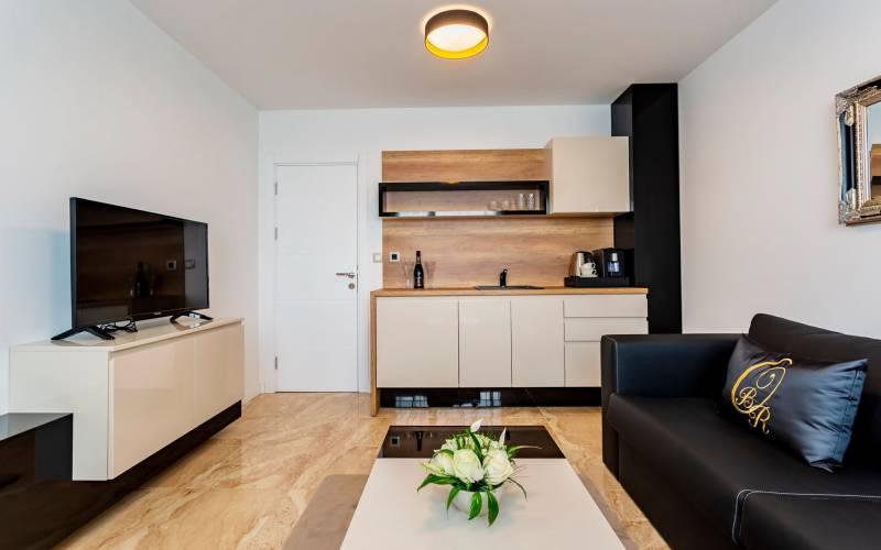 Агенция РЕВИСТА - ДИРЕКТНИ ПРОДАЖБИ БЕЗ КОМИСИОН на едностайни, двустайни, тристайни апартаменти в изключително луксозни жилищни комплекси в Свети Влас